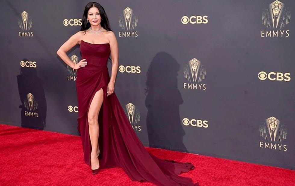 Galería: Famosos se lucen en alfombra roja de los Emmy 2021